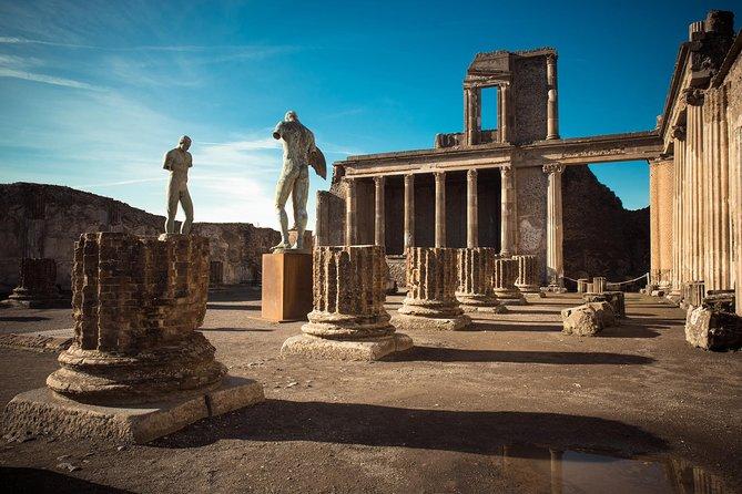 Full Day Small Group Pompeii Tour from Sorrento with Local Wine Tasting, Sorrento, Itália