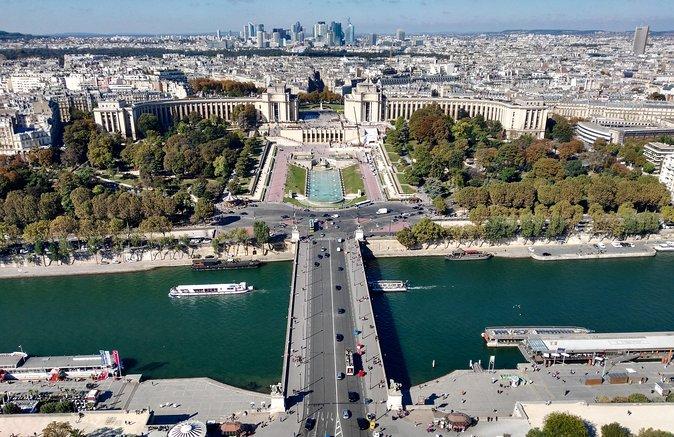Eiffel Tower Guided Climb Tour with Optional Summit Access, Paris, França