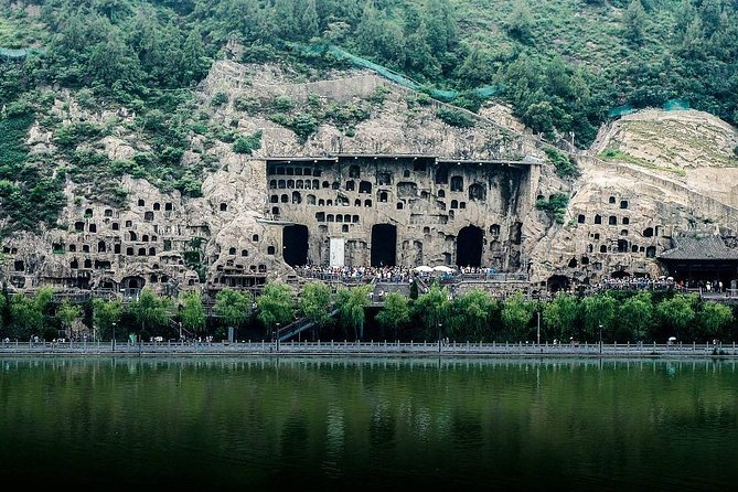 Private Luoyang Longmen Grottoes & Shaolin Temple Day Tour from Luoyang, Luoyang, CHINA