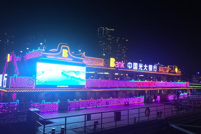 This night tour takes you to experience the stunning evening view along the Pearl River by the river cruise at 7pm from your centrally located Guangzhou hotel. There are two options for this tour: with an English-speaking tour guide, or without guide. Please note the driver can only speak Chinese if you select tour without guide, but the driver will arrange it well.