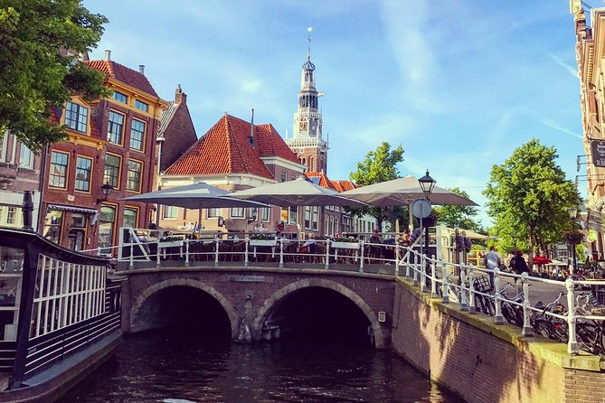 Discover the charming Dutch town of Alkmaar in this 2 hour small group tour!  Join your guide as you walk along the cobbled streets and picturesque canals and get a sense of Dutch history, culture and way of life without the big-city crowds.  Learn all about the history of Alkmaar and why 'Victory Begins at Alkmaar'.  Your guide is a friendly Canadian who lives in Alkmaar and is enthusiastic about living in Alkmaar and the Netherlands!
