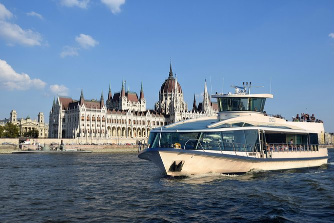 Daytime cruise Duna Bella:A pleasant time on board of our panoramic boat, sailing between the splendid vision of Buda & Pest and an optional free time on Margaret Island.