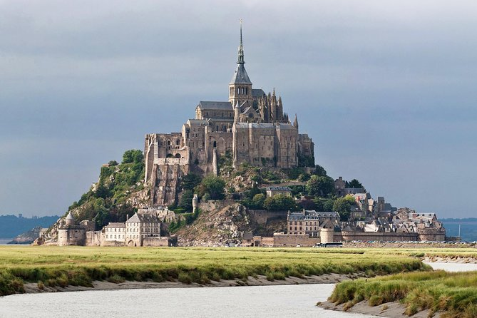 An exclusive experience to discover Mont Saint Michel & Honfleurwith a private professional guide. A small group tour to visit the Mont Saint Michel.Priority admission to appreciate the Abbey with the morning light.