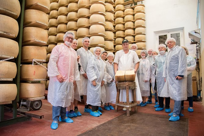 Small-Group TastyBus Food Tour: Parmesan Cheese and Parma Ham, Parma, ITALIA