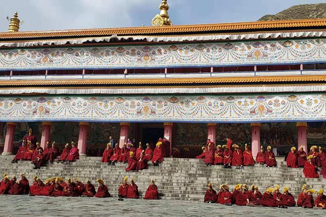 4-Day Private Tour to Binglingsi Grottoes and Lambrang Monastery from Lanzhou, Lanzhou, CHINA