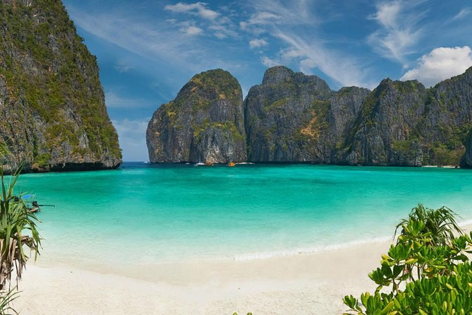 "• Take a relaxing trip to one of Krabi's most well-known destinations and popular: Phi Phi Islands Tour.<br>• Walking on the white sand beach to explore the beauty of Phi Phi Don Island.<br>• Swim and Snorkeling among colorful fish and coral at Lohsamah Bay.<br>• Swim and Snorkeling off the spectacular beaches of Bamboo Island.<br>• Stop at Maya Bay for sightseeing, swimming and taking photos at the stunning location of the Hollywood movie ""The Beach"".<br>• Visit the hidden cove of Ao Ling or Monkey Bay.<br>• Enjoy a buffet lunch at Bamboo Island.<br>"