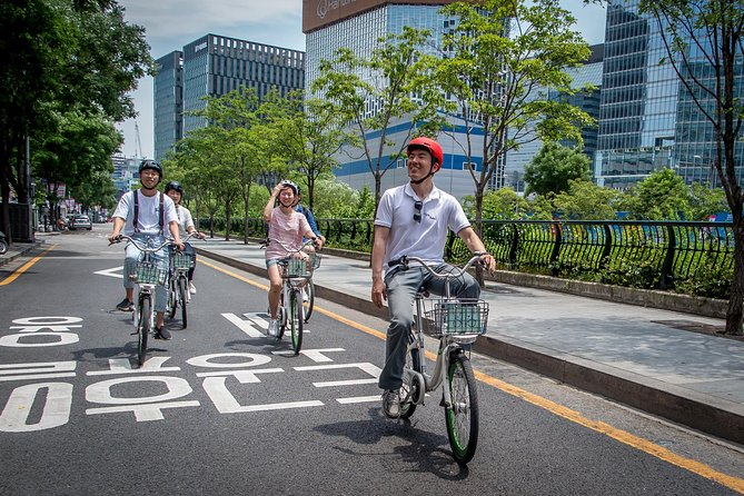 VIP Brompton Bike & Food Tour (with Car Pick Up Service), Seul, COREA DEL SUR