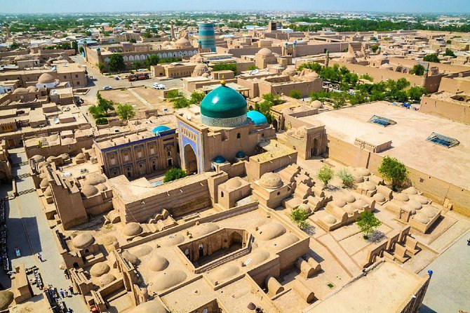 A fairy-tale tour to the legendary towns of the ancient Silk Road in Samarkand, Buchara, Chiwa and Tashkent. On this trip you will discover the beauty of the Islamic architecture of the Orient. You will dive into the velvet colours of Central Asia and enjoy the relaxed and enjoyable eating and drinking culture of the region. But Uzbekistan is also modern, in particular the capital Tashkent – our starting point for this trip to fairy-tale Uzbekistan.