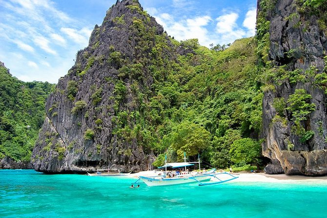 Going to El Nido from Puerto Princesa within thesame day is now made possible with this El Nido Tour from Puerto Princesa!<br><br>One of the most famous destinations in the Philippines are the famed El Nido Islands. This beach paradise is so famous that no trip to the Philippines would be complete without a visit! This package will take you straight to its most beautiful lagoons full of picture perfect wonder. The Secret Lagoon features the rippling clear waters, rock formations around you and under the water