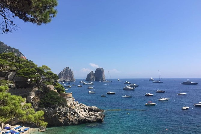 Cruise to Capri on a private boat of 10 meters (Aprea gozzo) with cabin and toilet. You can see some caves around Capri, get off to the island (free time in Capri: about 4 hours) and have a nice swim along the coast.
