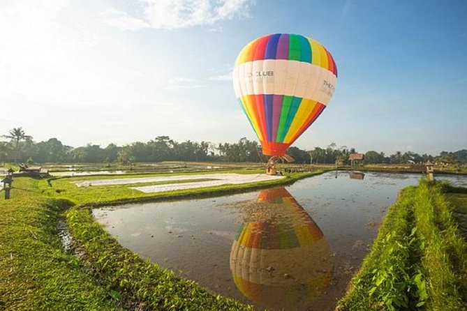 Heaven is a place on Earth, specifically, in Bali - or at least you'll get a glimpse of heaven when you fly high into the Bali sky on a hot air balloon! Experience the first and only hot air balloon opportunity in the Island of the Gods when you make a visit at the Chedi Club in Ubud. Witness spectacular panoramic views of the Tanah Gajah area, the lush tropical forests of Ubud, and the beautiful sceneries of the holy Mount Agung on the eastern horizon as you ascend a thrilling 50 meters over vast rice fields.  Embark on an exhilarating adventure amidst the calming atmosphere of rice paddies and natural landscapes when you book this hot air balloon experience at the Chedi Club.