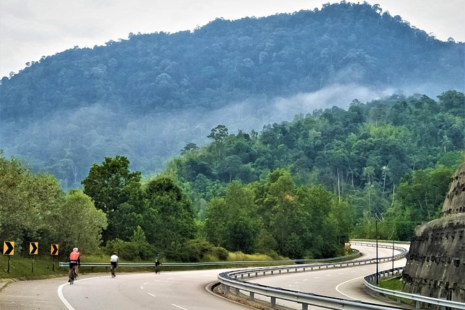 Cycle One of the BEST Route in SOUTH EAST ASIA! <br><br>SCT Frasers Hill - Bentong - Bukit Tinggi<br><br>Grade: 3+/4 (coach can support you up to Frasers if need be). * if you use some vehicle-support, can be just a relax holiday trip too!!<br><br>Terrain: Tarmac (uphill & downhill ride)<br><br>Cycle dist. : est. 138km (with climbs) <br><br>Bike types : Any<br><br>100% cycling planned but fully supported with coach (our bags & transfer).