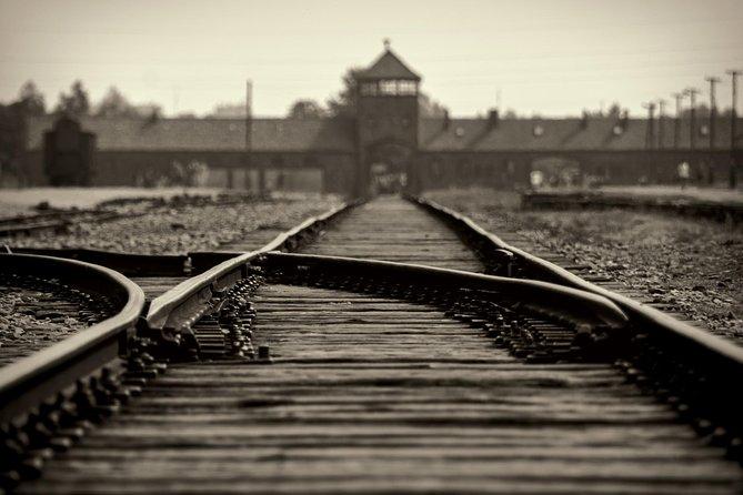 Auschwitz-Birkenau tour from Warszawa with private driver, Varsóvia, POLÔNIA