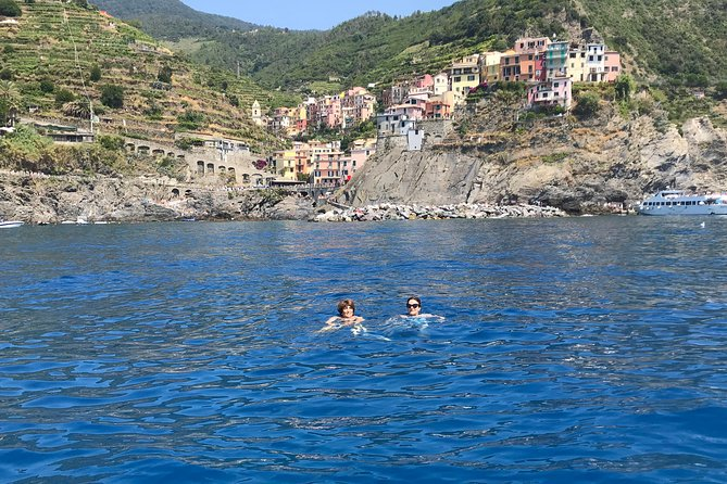 Choose to admire the Cinque Terre seen from the sea using a small yacht that can accommodate up to 6 people. <br><br>You will sail along the coast all the villages of the Cinque Terre where you can make fantastic photos. <br><br>You can swim in a fabulous blue sea while relaxing and drinking a glass of prosecco. <br><br>You can spend 2 hours without feeling like a tourist but a new friend.
