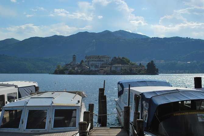 The romantic village of Orta San Giulio with a tour guide, Lago Mayor, Itália