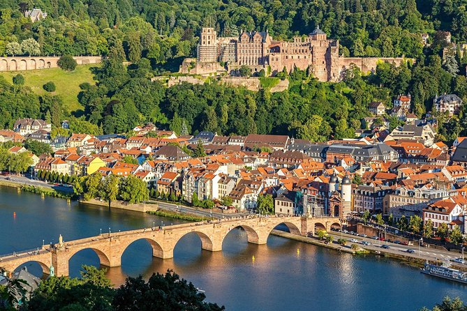 Take a 2 hour guided tour of the Heidelberg Old Town & it's famous Castle.  <br><br>See all the main sites of the Old Town & learn about their History; <br><br>This is a walking tour with a difference, giving you an engaging overview of Heidelberg's long & eventful history and helping you to get the best out of your time here. Learn about art, food and architecture while discovering the city's secret sites. <br>** The exact itinerary of this tour is not fixed and can vary depending on the group size,  interests of the group & weather considerations. The aim is that everyone has a good time. <br><br>Longer or shorter tours avaliable on request.