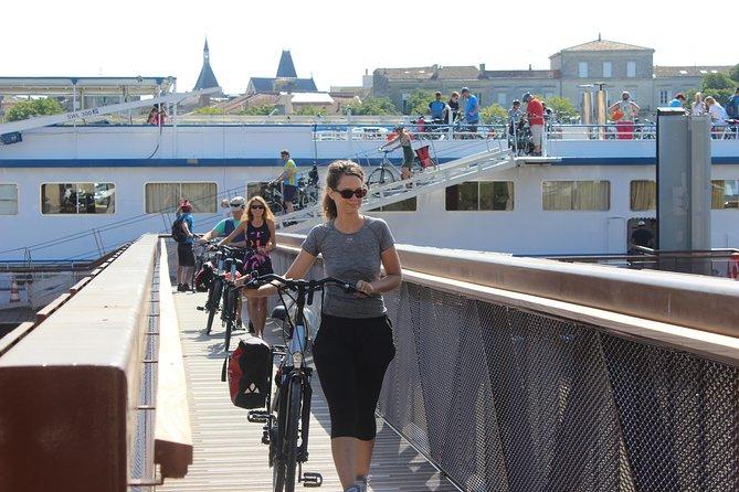 Bordeaux Region 8-Day Cruise with Biking Tours & Wine Tastings, Bordeaux, França