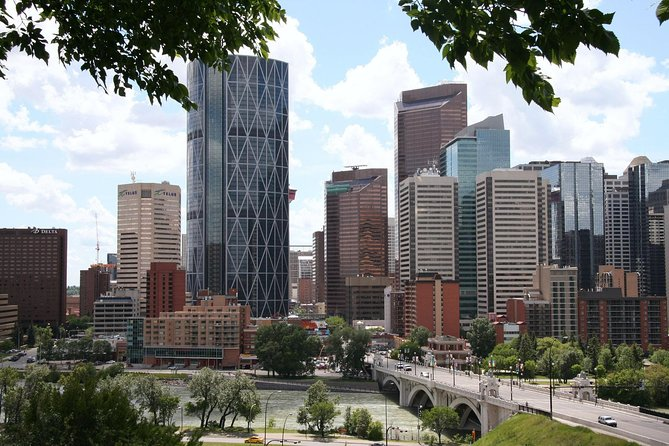 Private Arrival Transfer from Calgary International Airport to Calgary Downtown, Calgary, CANADA