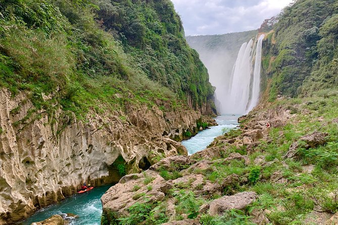 Visit the tallest waterfall in San Luis Potosí State, a full day tour visiting Tamul paddling a wooden canoe on flat and deep blue water and get to see Cueva del Agua a Cenote 25 meters deep. Eat typical food with a local family and enjoy this paradise.