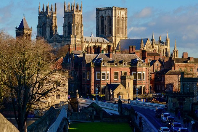 Join us for this half day walking tour of York, which gives you a great overview of this beautiful city in Yorkshire. This walled city has so much to offer, from Roman history, through the Vikings, to the Chocolate merchants and Harry Potter. Maybe you're passing through the area, but if not it's just a 2 hour train ride from London, it's easily reachable for a day trip.