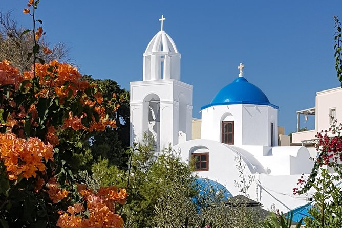 If you are planning to visit Santorini by cruise ship, this is the perfect small group tour for you. During 6 hours you get to stroll through traditional villages, sip the famous wines of the island and marvel at the great views from Oia.