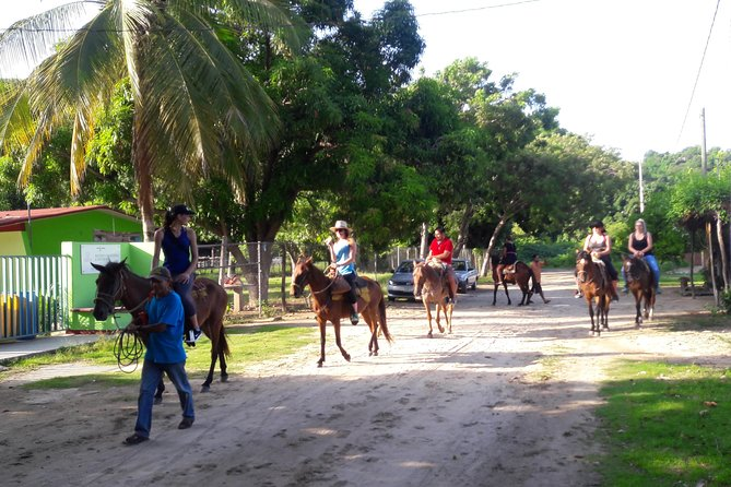 Ride Horses And Swim In The Atotonilco Hot Springs Waters, Puerto Escondido, MÉXICO