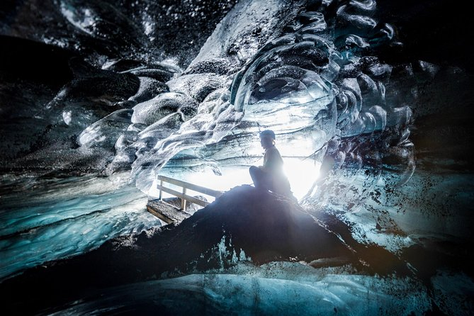 Ever wanted to visit the enchanted world of a natural ice cave? Then this is the tour for you! Go of the beaten track and join us on a super jeep and ice caveadventure from Vik i Myrdal. See the true wonders of Mother Nature on this 3 hour small group tour. The Dragon Glass Katla Ice Cave is sure to amaze you, with its movie-like surroundings and its blend of heavenly blue and black dome.