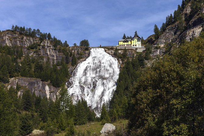 Discovering the Alps: the powerful Toce waterfall, Lago Mayor, Itália
