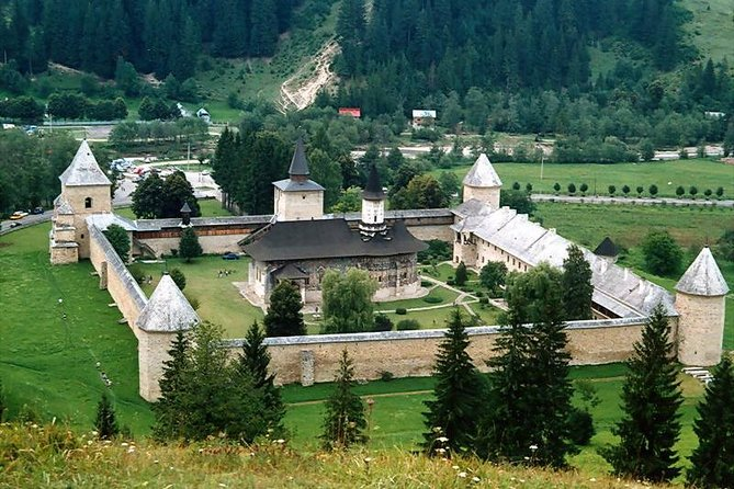 Are you looking for a simple and cheap way to visit the Painted Monasteries of Bucovina? Our Daily Tour with Guaranteed Departure* to the Painted Monasteries of Bucovina with a licenced tour guide is the answer!