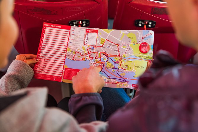 Excursión por la costa: billete de un día para autobuses rojos con paradas libres, Estocolmo, SUECIA