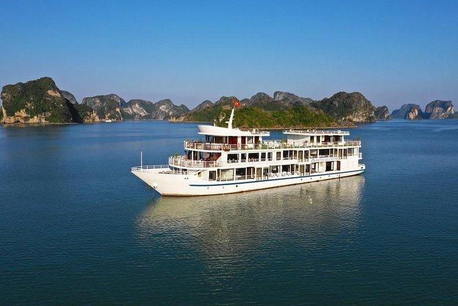 2 días, 1 noche, en los MEJORES CRUCEROS incluyendo traslados, comidas, kayak, cuevas, islas y playas, Hanoi, VIETNAM