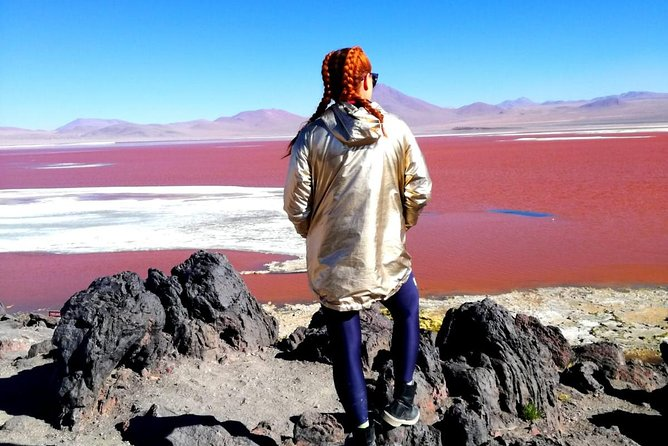 Welcome to Uyuni, Bolivia. <br><br>Enjoy an unforgettable adventure of 2 days 1 night, by the Salar de Uyuni and the lagoons of colors in Private Tour  by Flight from La Paz.<br><br>A package designed for people who do not have much time to make a classic tour of 3 days. <br><br>You can enjoy the natural wonders in the Salar de Uyuni, the Incahuasi Island, colored lagoons and high plateau mountains. <br><br>This service is carried out with bilingual professional guides (English - Spanish), professional drivers and comfortable mobility and adequate equipment for this private service.