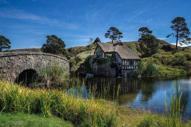 This five day independent tour offers the best the North Island has to offer. The tour includes the Bay of Islands with Hole in the Rock cruise, a guided tour of Hobbiton, Rotorua and its many attractions, the famous Waitomo Glowworm Caves and more. Four star hotel accommodation and transportation included.