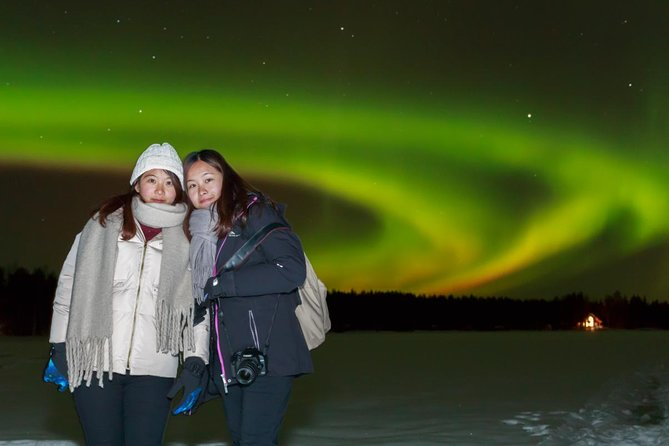 - Activity duration is 3 hours<br>- Pick up/drop off from any hotel or accommodation in Rovaniemi<br>- Included: transfer, aurora hunt, sausages/corn on the fire, warm drinks with gingerbread and marshmallow, photos.