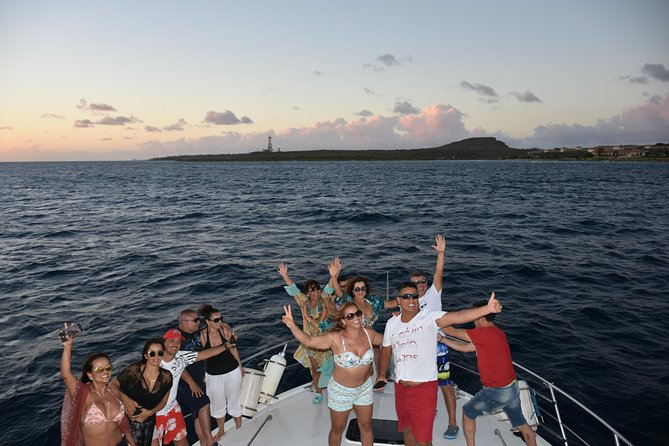 Discover the Spanish water by sea and experience the most unique sunset in Curacao aboard our comfortable 55ft President yacht.