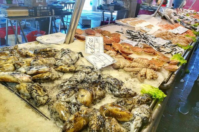 Tasty Rialto Farmers Market Food Tour in Venice with Wine Tasting & Sightseeing, Venecia, Itália