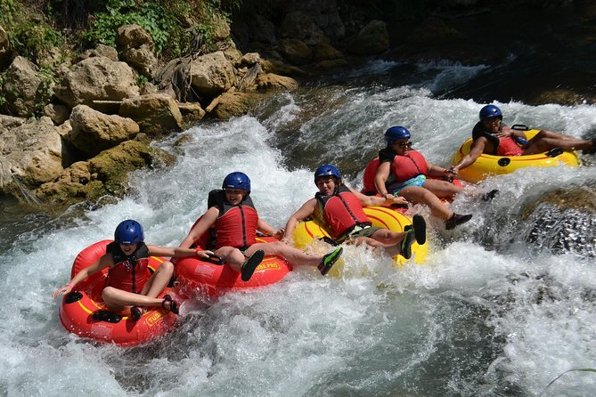MÁS FOTOS, Shared - Jungle River Tubing Adventure Tour from Falmouth