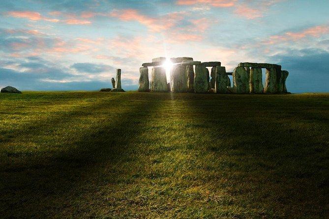 Acesso ao círculo interno de Stonehenge, incluindo excursão diurna em Bath e Lacock, saindo de Londres, Londres, REINO UNIDO