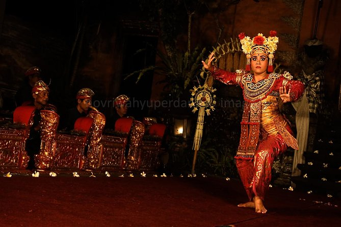 Bali Day-Tour: Ubud Night Half Day Trip with Dance Performance is one of the most famous tour packages with amazing experience on your holiday in the paradise island of gods. Start pick up at 14.00 PM from your hotel we will take you to visit Tegalalang Rice Terrace which is one of the best rice terrace in Bali, then we will take you to visit Ubud Palace where the royal family of Ubud stay in this palace. Just beside the palace we will take you to visit Ubud Art Market which is the biggest market in the area where you can buy a souvenir with cheap price. The last of the trip is watching Balinese Legong Dance performance for one hour. Dinner will be serve in a restaurant and after the dinner finish we will take you back to your hotel. Your tour will be very comfortable with our experience english speaking driver and private air conditioning car transfer.
