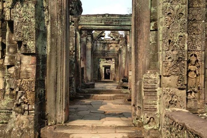 Visit the 12th century Preah Khan temple, and Neak Pean, acircular artificial island with a Buddhist temple on this 4-hour guided tour. With complimentary hotel pickup and drop-off and lunch, your guide will accompany you to these major sites in an air-conditioned mini van.