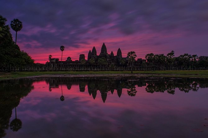 1st day, we will go to visit all the major temples on the small circle road Angkor Wat and other temples Ta Promh, Ta Nei, Angkor Thom ( Victory or Death gate, Bayon, Baphoun, Royal Enclosure Wall, Pimeanakas, Elephant Terrace & Liper King Terrace ), Phnom Bakheng for sunset view.<br><br>2nd day, we start tour to see sunrise over Angkor Wat. After We will drive to see temples on Big Circle Prah Khan, Neak Poan, Ta Som, East Mebon, Pre Rup and with one temple out from Angkor complex Banteay Srei or Lady temple. Other temples we will see also Banteay Samre, Banteay Kdei.<br><br>3rd day, we will take along driving to see Beng Mealea temple and on the way back we will stop to visit temples in Rolous Group : Lelei, Prah Ko, Bakong. After temples we go to see Artisan D'Angkor & Old Market ( if you don't want to see Artisan D'Angkor or Old market let skip ).