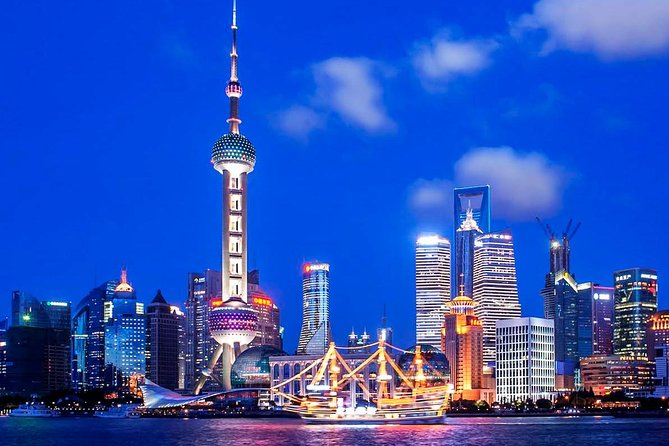 Enjoy a night in Shanghai by starting a 60-minute night cruise on beautiful Huangpu River where you can see amazing city landmarks, such asOriental Pearl TV Tower, Shanghai World Financial Center Shanghai Tower, Shanghai Tower (the second tallest building in the world) and more! The city view along the Bund area in the evening is the most prosperous, which you shouldn't miss out. Followed by a Xinjiang style halal dinner in popular restaurant on bustling Nanjing East Road. This 3-hour private night tour lights up your trip in Shanghai.