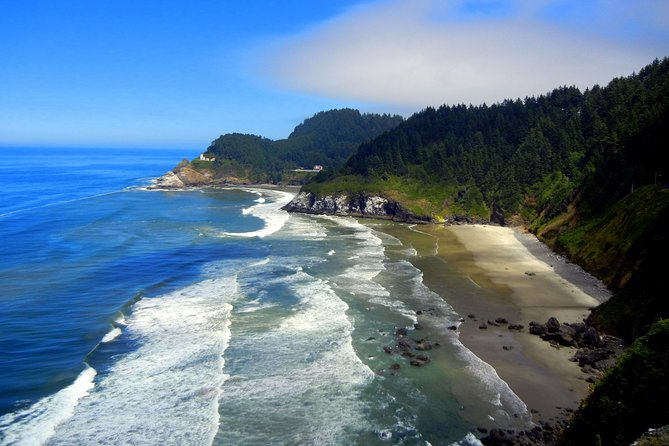 With over 300 miles of public coastline, Oregon's beaches are sure to amaze with their dramatic offshore rock formations and reborn beach towns. This tour will travel along one of the most picturesque driving routes in the country, US HWY 101. We will spend the day exploring breathtaking beaches and viewing stunning coastline vistas.