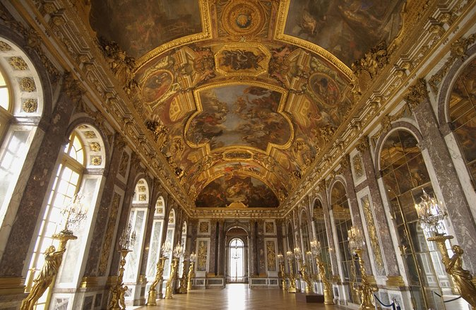 Palace of Versailles Guided Tour with Gardens & Fountains Show from Paris, Paris, França