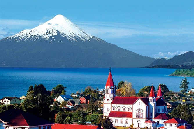 After being picked up from your hotel in Puerto Varas you will visit Puerto Montt and Puerto Varas and reach the highest point allowing you to have a panoramic view of Puerto Montt City. You will also visit the German Colonists monument and the Pelluco resort.<br><br>This tour will only start from hotels and accommodation centrally located, it will not start from Cruiser ship or from the Puerto Montt port.