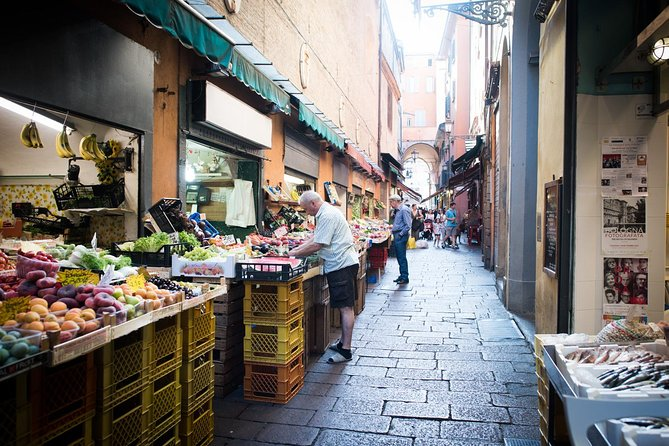 Private market tour, lunch or dinner and cooking demo in Foligno, Assisi, ITALIA