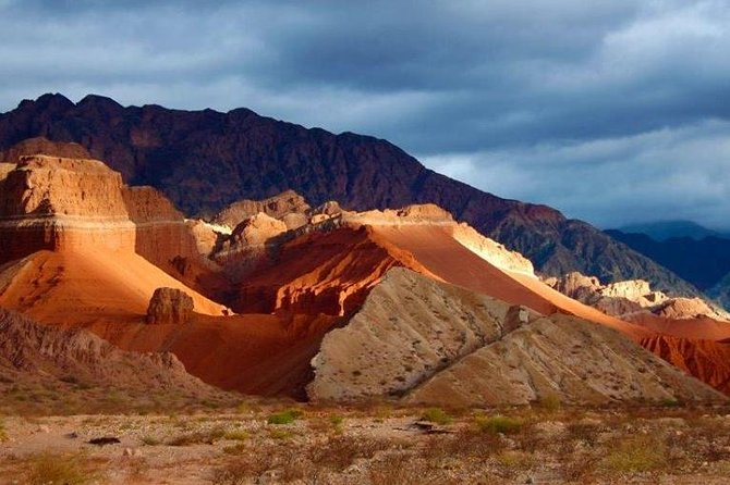 """This tour offers the possibility of visiting and traveling in one day, starting and ending in the city of Cafayate, the most beautiful and important points of the """"Quebrada del Rio de las Conchas"""" (Cafayate). One of the most beautiful formations in the Argentine North"""
