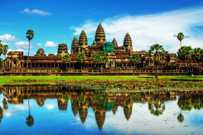 Discover the incredible diversity, dramatic histories and natural beauty of Cambodia, ancient Angkorian Kingdom. Being fascinated at Sihanoukville beach and resort. Our Cambodia tour is a sensational, special, memorable by Experiencing nature running riot at the mysterious ruin of Ta Prohm, the original temple where famous film Tomb Rider with Angelina Jolie acted and soaking up the sun in Sihanouk Ville, home to exotic beaches, tropical Islands, fresh seafood and lively night time.<br>