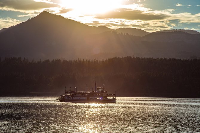 2-Hour Columbia River Gorge Dinner Cruise, Portland, OR, ESTADOS UNIDOS