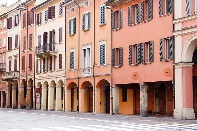 Departure Private Transfer: Bologna City to Bologna Airport BLQ by Business Van, Bolonia, ITALIA